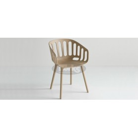 Cestino BP armchair with plastic legs