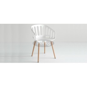 Cestino BL armchair with wooden legs